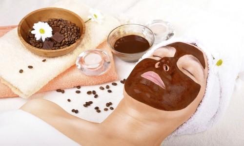 Máscaras faciales y cremas corporales con chocolate