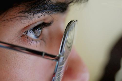 Adiós a los lentes con la cirugía ocular láser